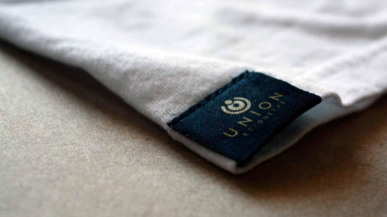 t-shirt-tag_mockup-by-renan-facure